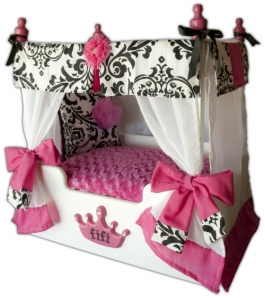 "Pink ""Bella"" Canopy Dog or Cat Bed: side view"